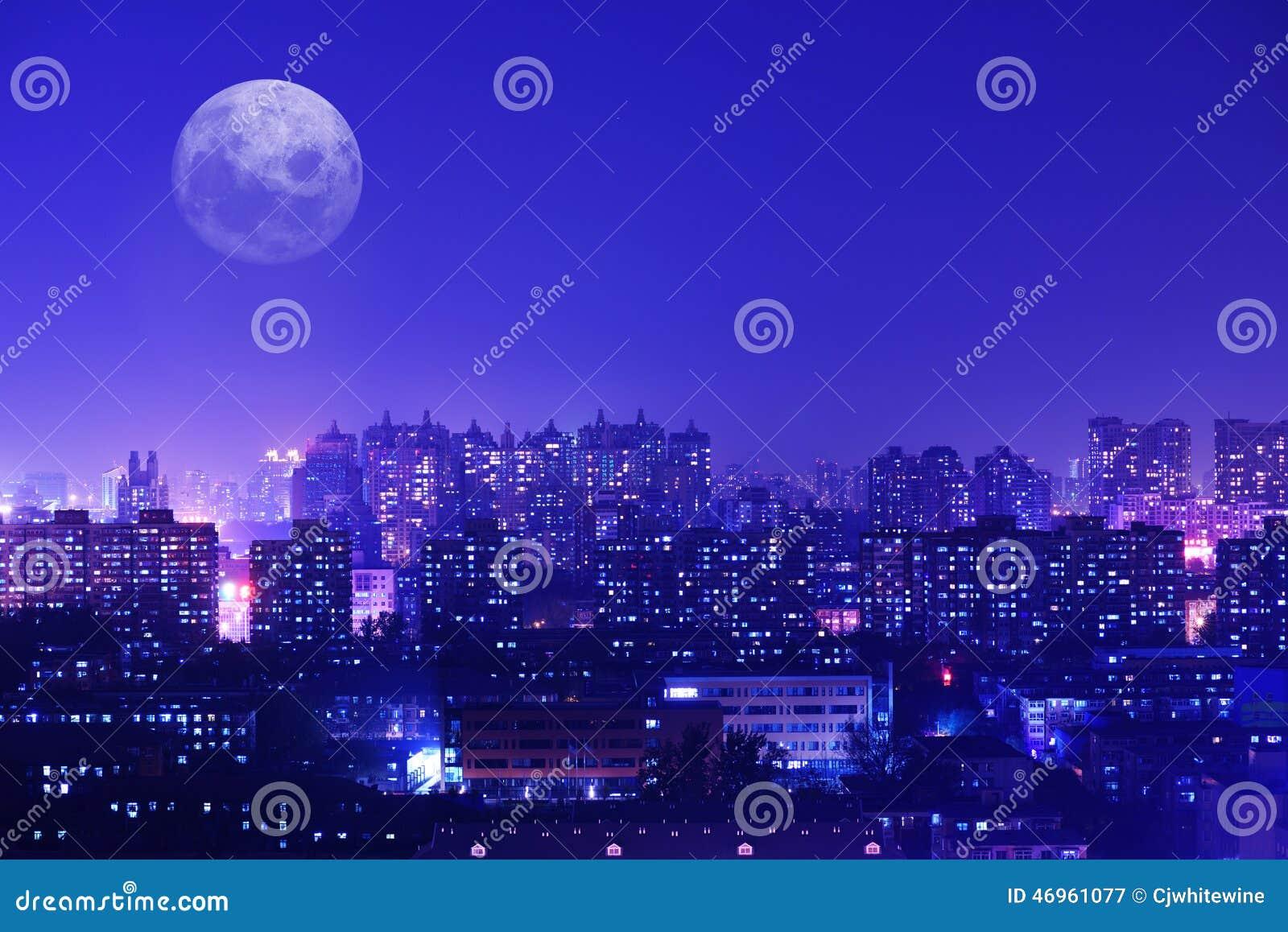 Horde het fonkelen lichten van een stad
