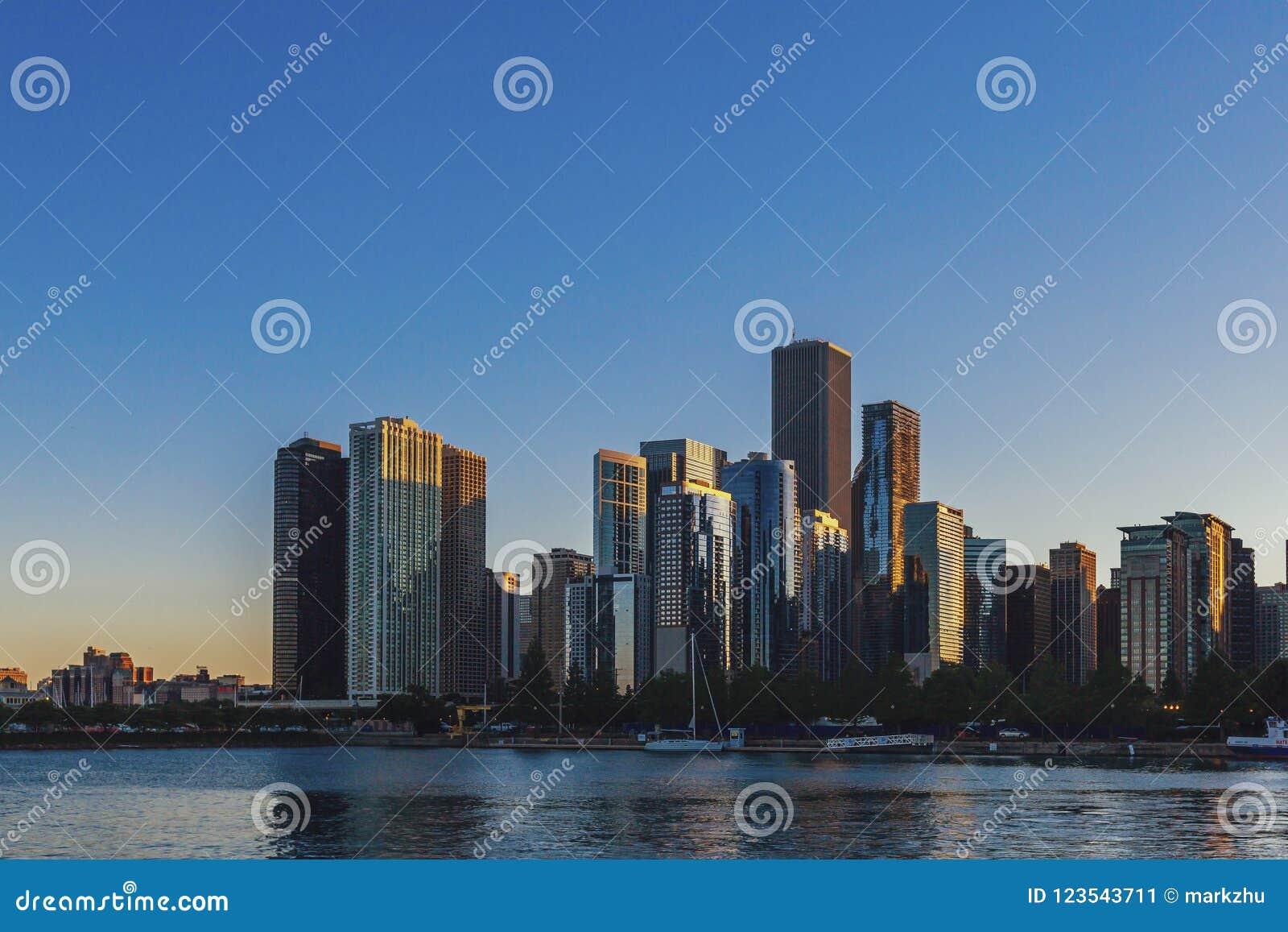Horisont av Chicago vid Lake Michigan