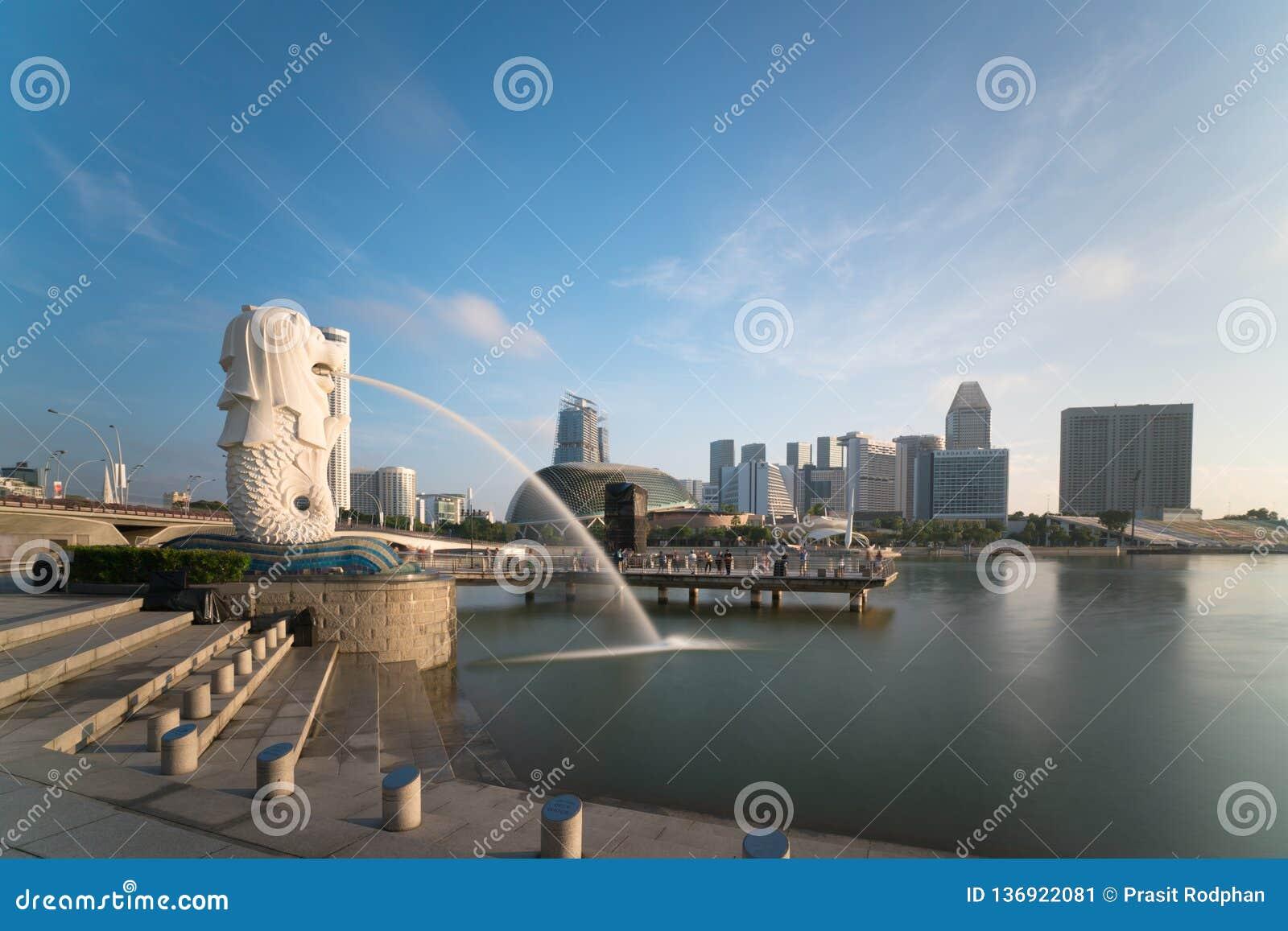 Horisont för Singapore affärsområde med soluppgång i morgon på Marina Bay, Singapore