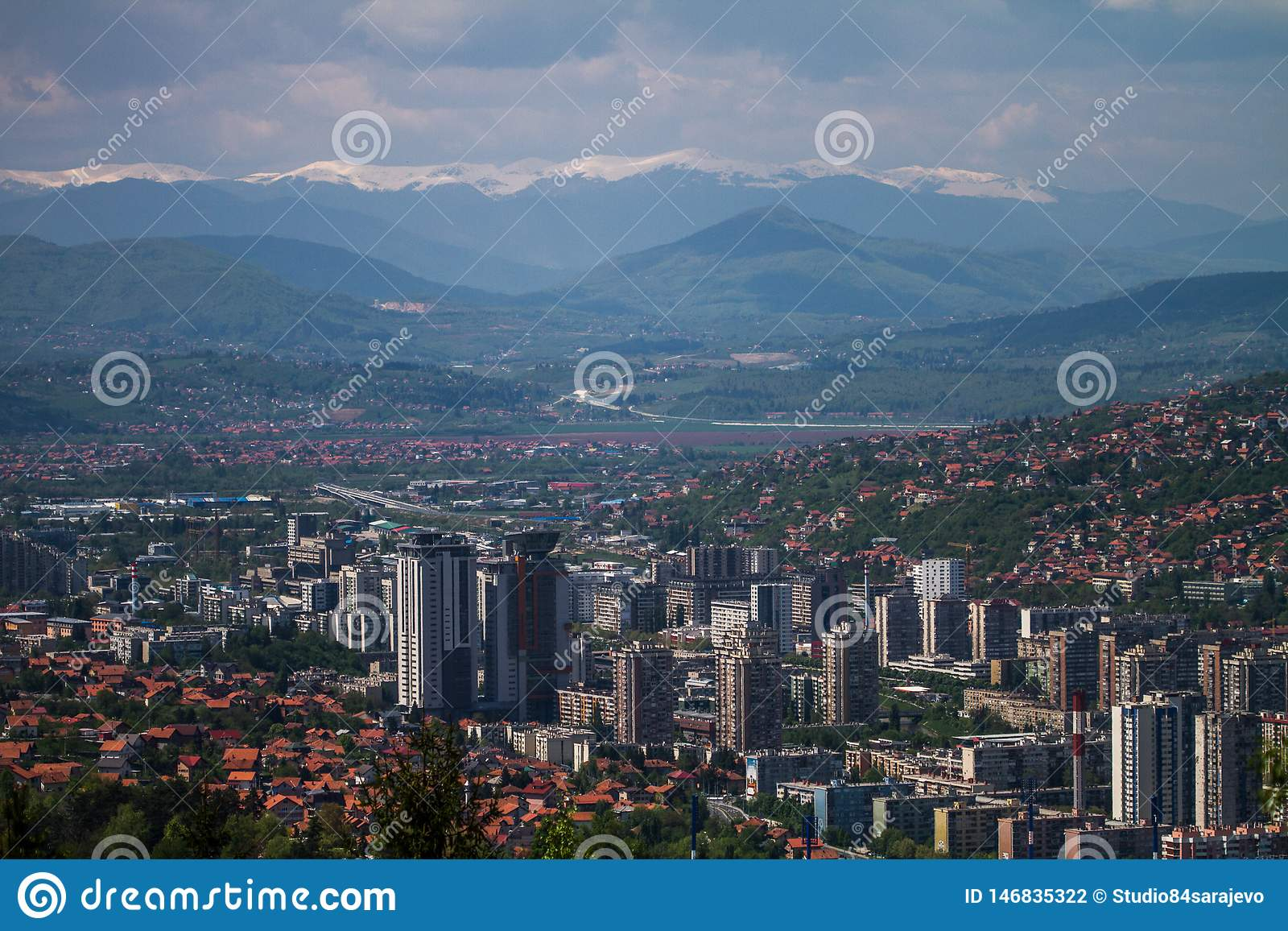 Horisontalhorisont av den härliga Sarajevo europén Jerusalem