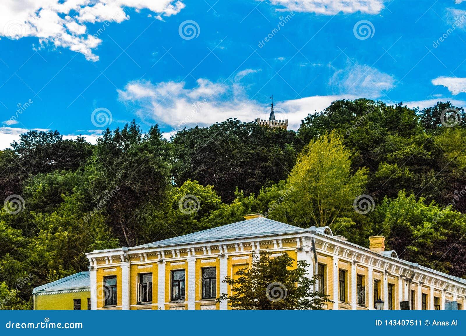 Horizon de Kiev avec vue sur l église de St Mark
