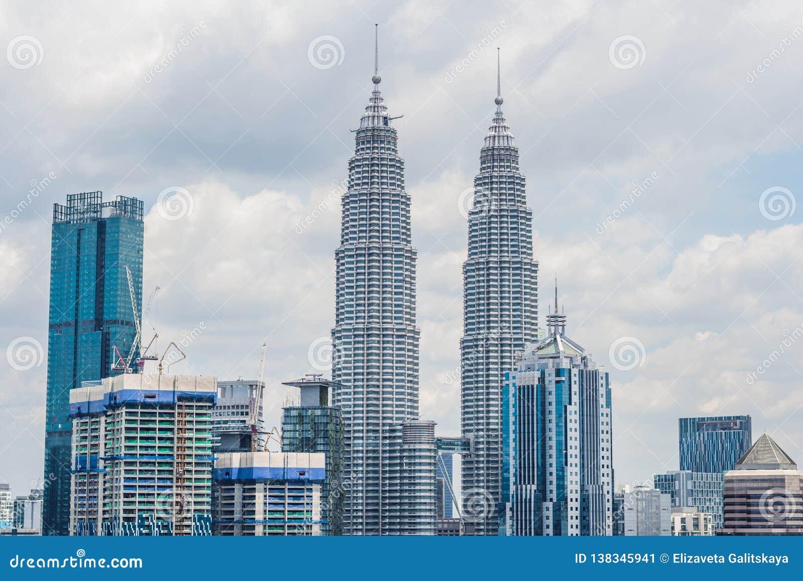 Horizon de Kuala Lumpur, vue de la ville, gratte-ciel avec un beau ciel pendant l après-midi