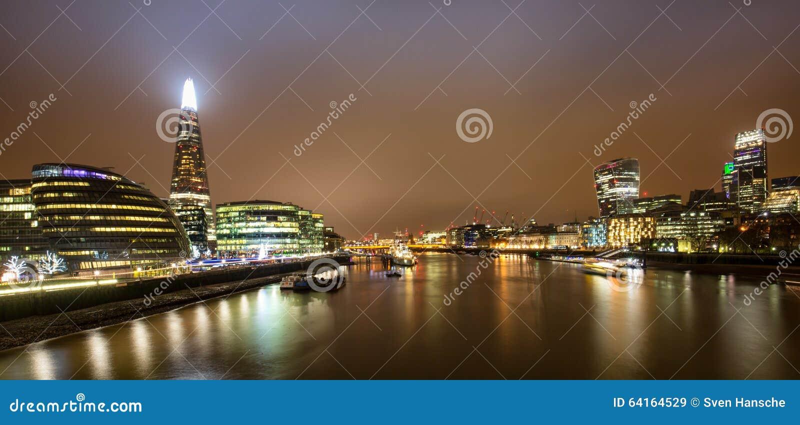 Horizon de Londres par nuit