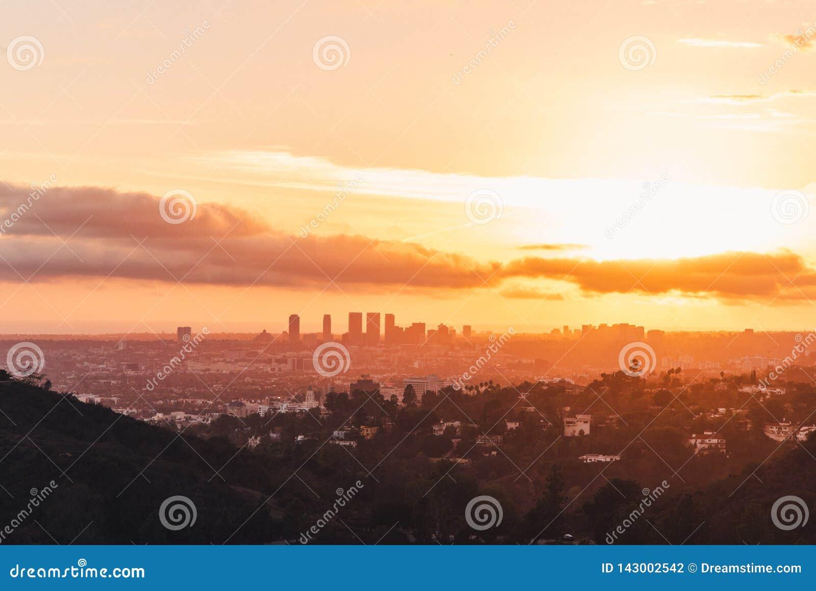 Horizon de Los Angeles au coucher du soleil