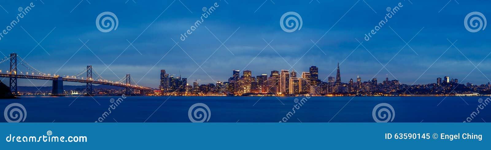 Horizon de San Francisco au crépuscule