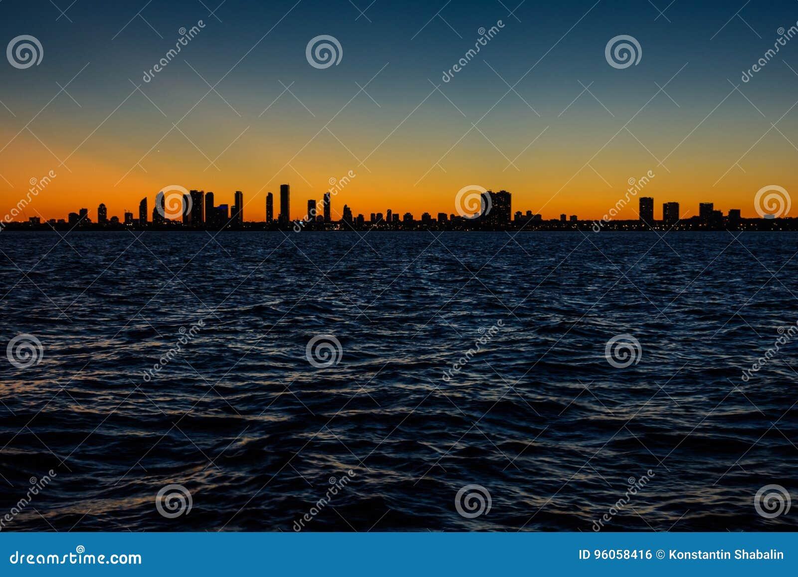 Horizon de Toronto au coucher du soleil