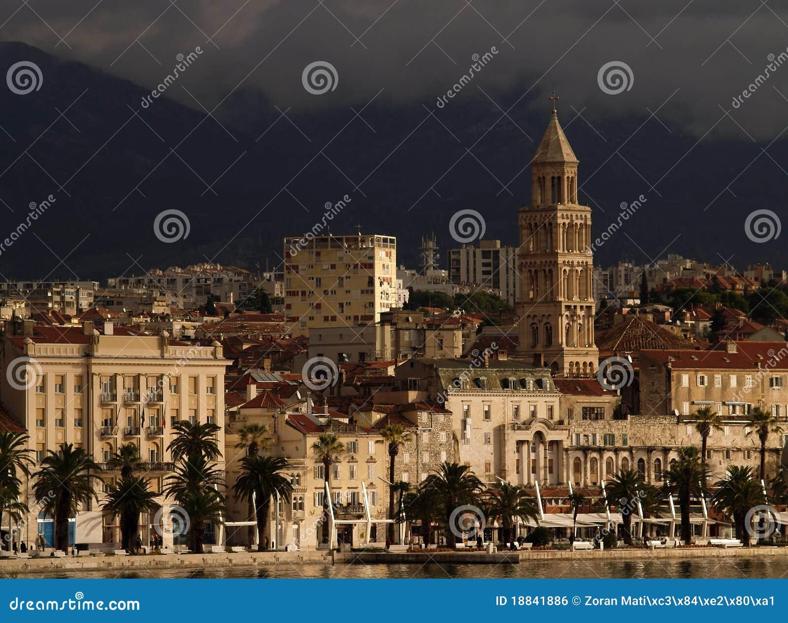 Horizon fendu de ville