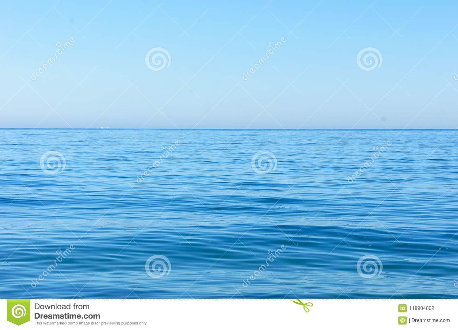 Horizon van het blauwe overzees