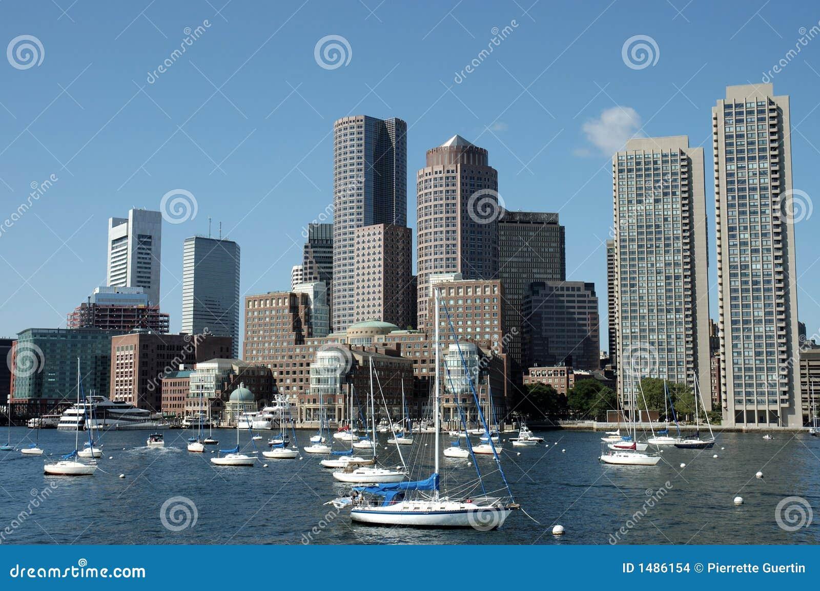 Horizons de Boston pris du fleuve de Charles 1