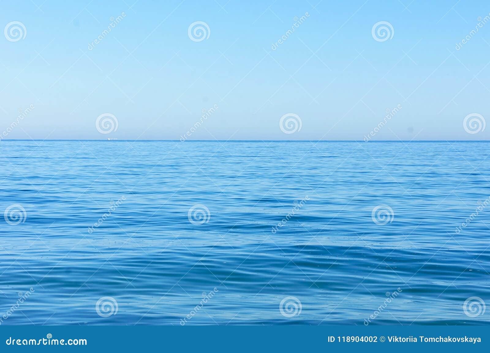 Horizont des blauen Meeres
