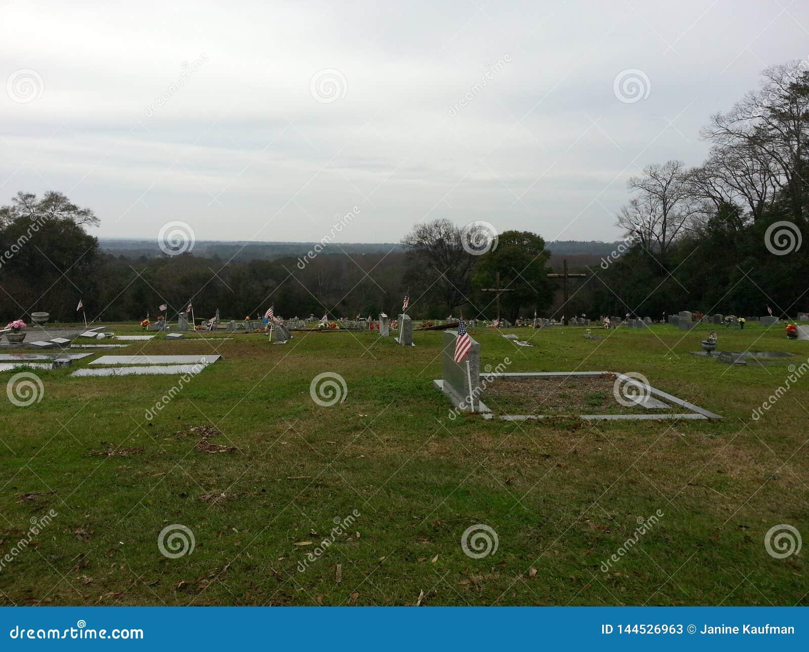 Horizont - hölzerne Kreuze in einem Friedhof Montgomery AL