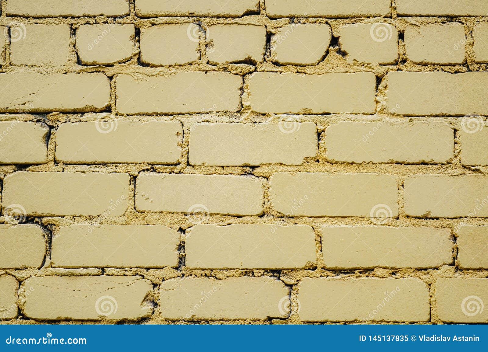 Horizontaal deel van heldere gele geschilderde bakstenen muur