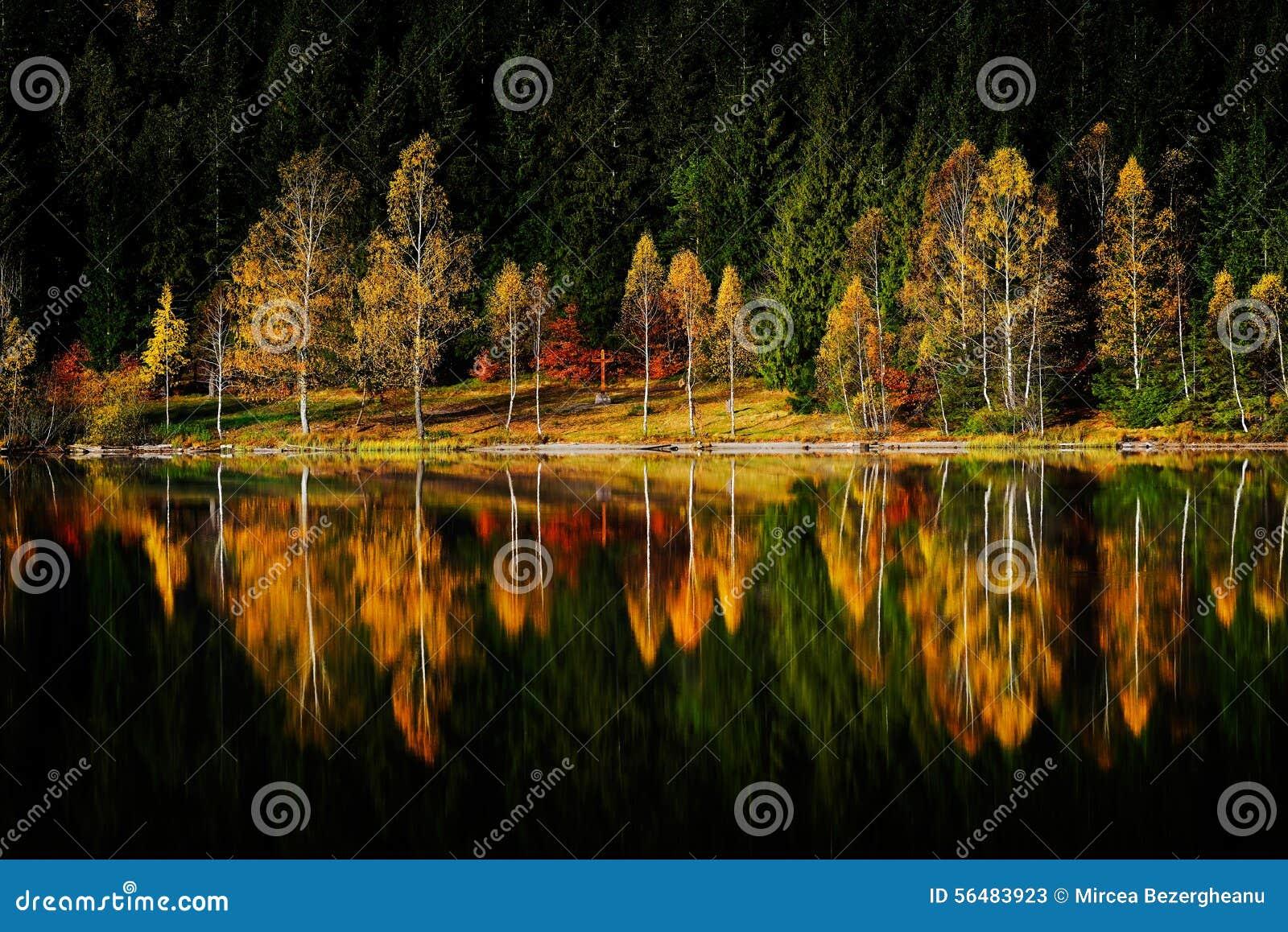 Horizontal d automne dans les montagnes