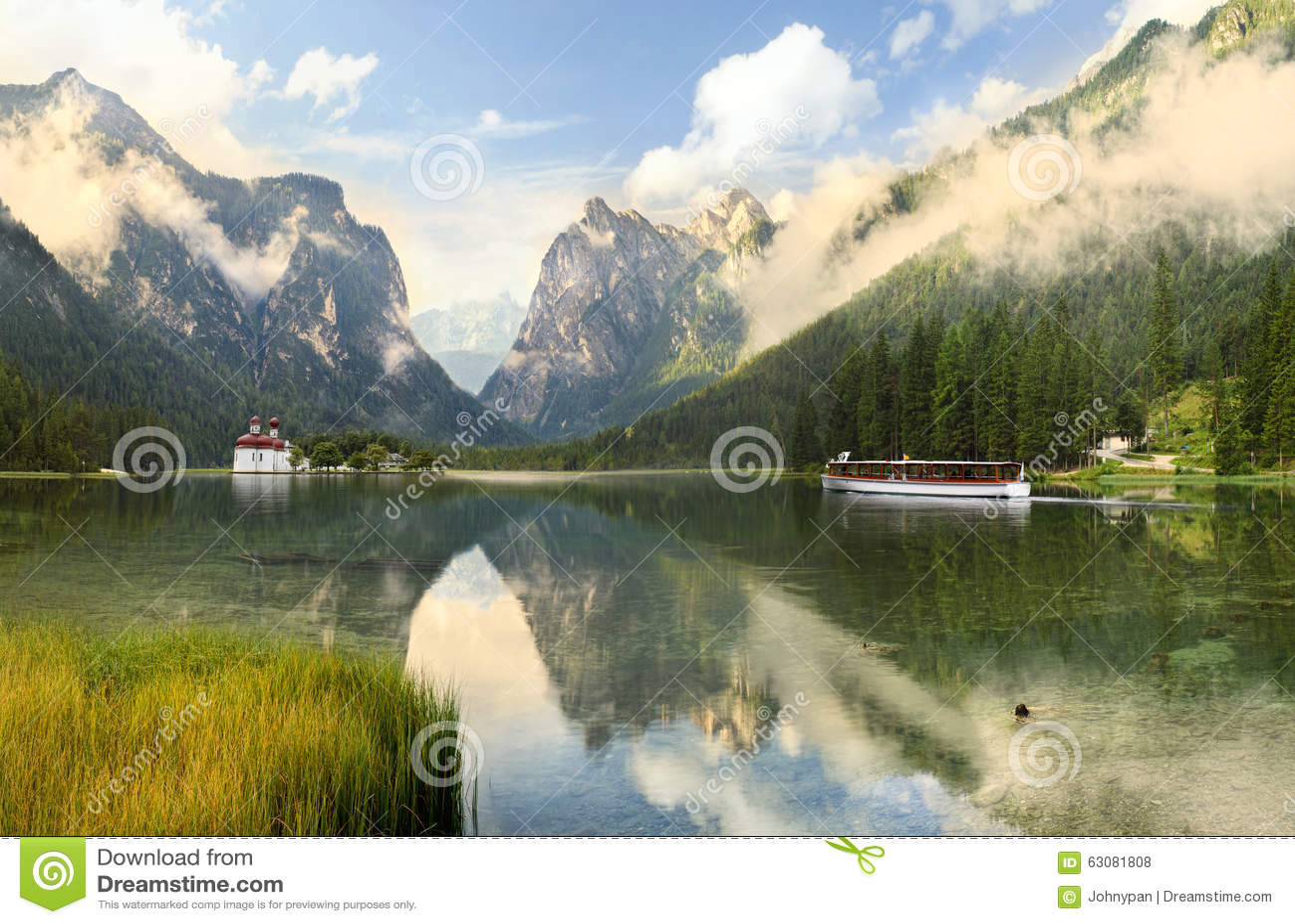 Download Horizontal De Lac Et De Montagne Photo stock - Image du europe, village: 63081808