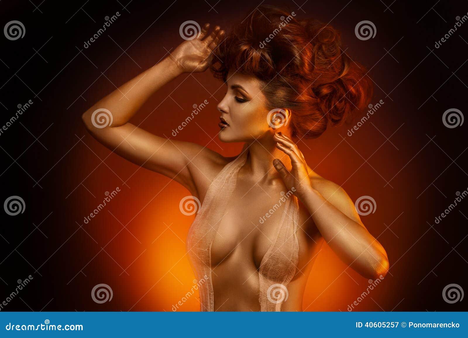 tween naked pics