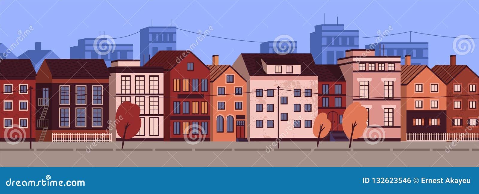 Horizontale stedelijke landschap of cityscape met voorgevels van woningbouw Straatmening van district met modern