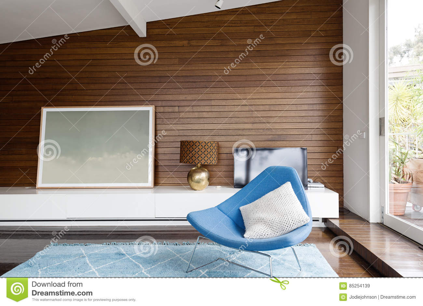 Horizontaler Hölzerner Panelling Im Mitte  Des Jahrhundertswohnzimmer