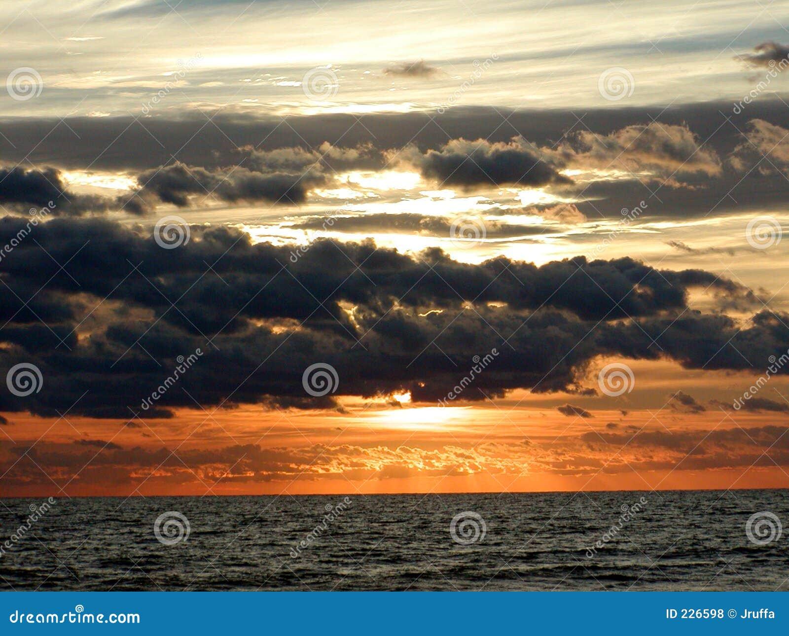 Horizonte 2 de la salida del sol del océano