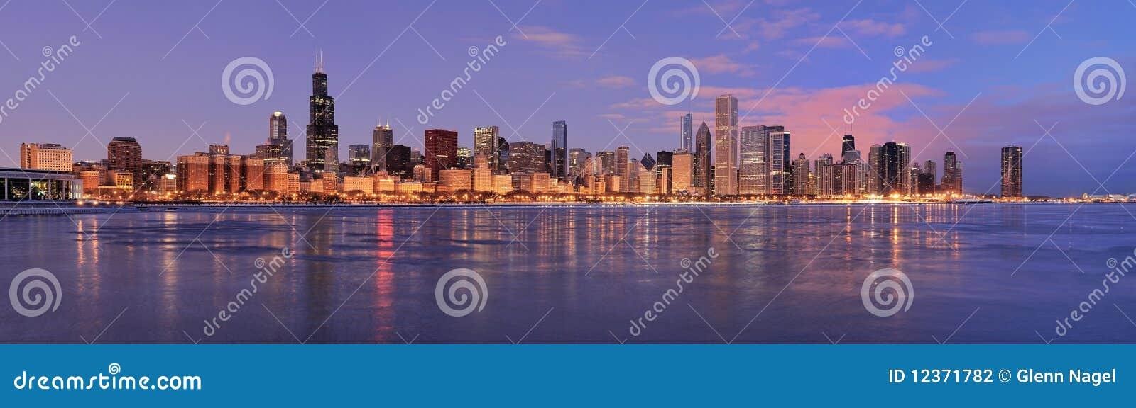 Horizonte De Chicago En El Amanecer Foto de archivo - Imagen de ...