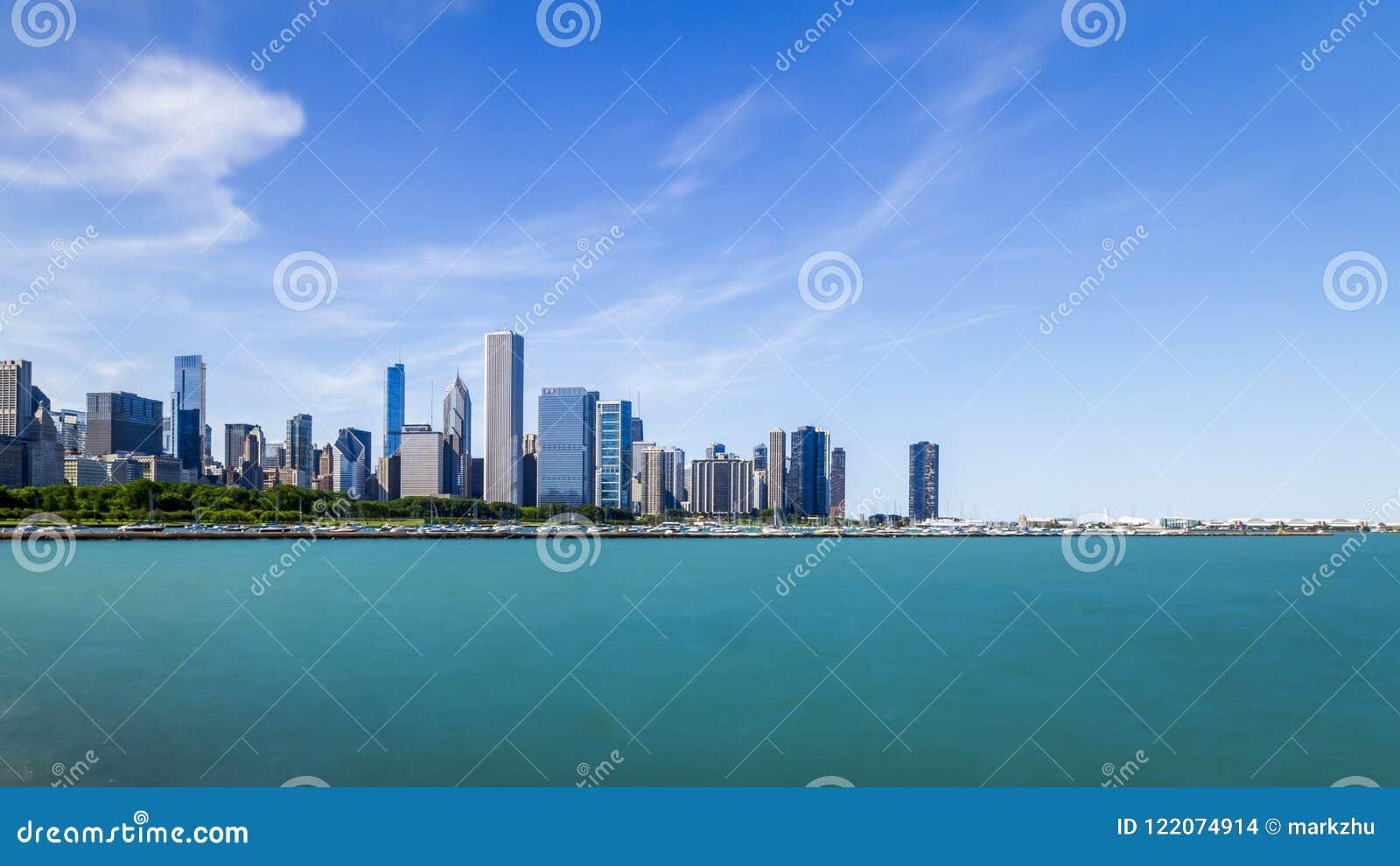 Horizonte de Chicago sobre el lago Michigan