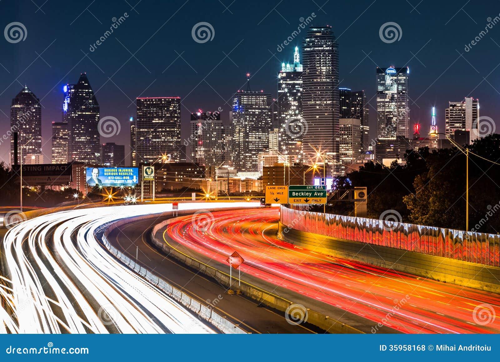 Horizonte de Dallas por noche
