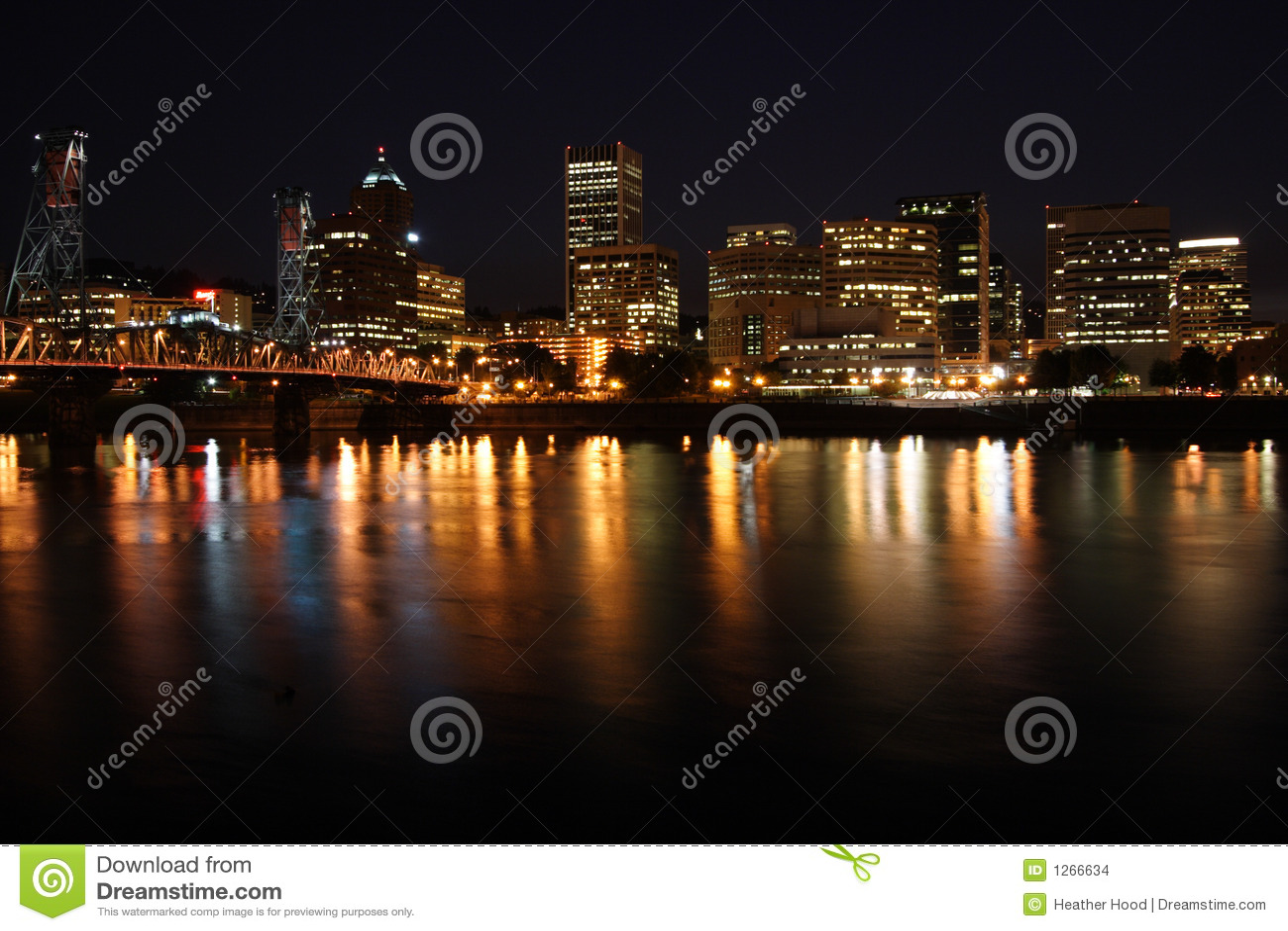 Horizonte de la ciudad en la noche
