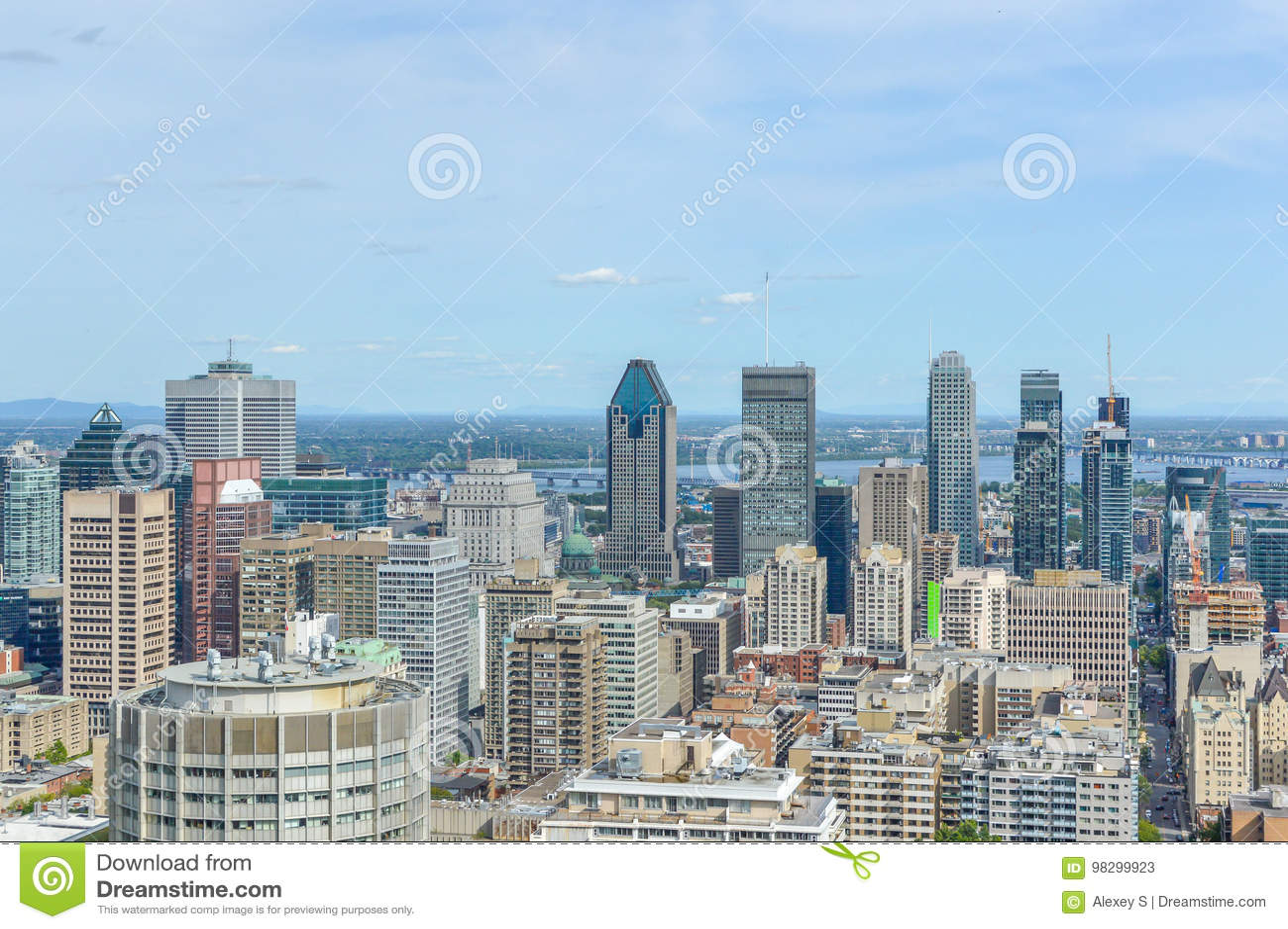 Horizonte de Montreal en verano