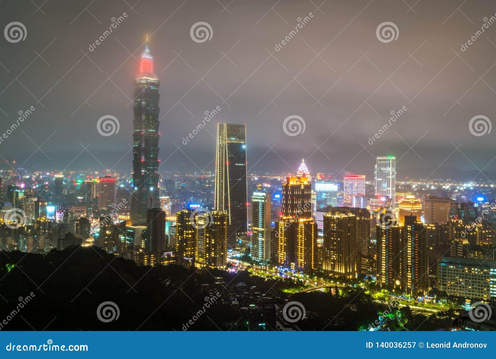 Horizonte de Taipei en la noche Taiwán, la República de China