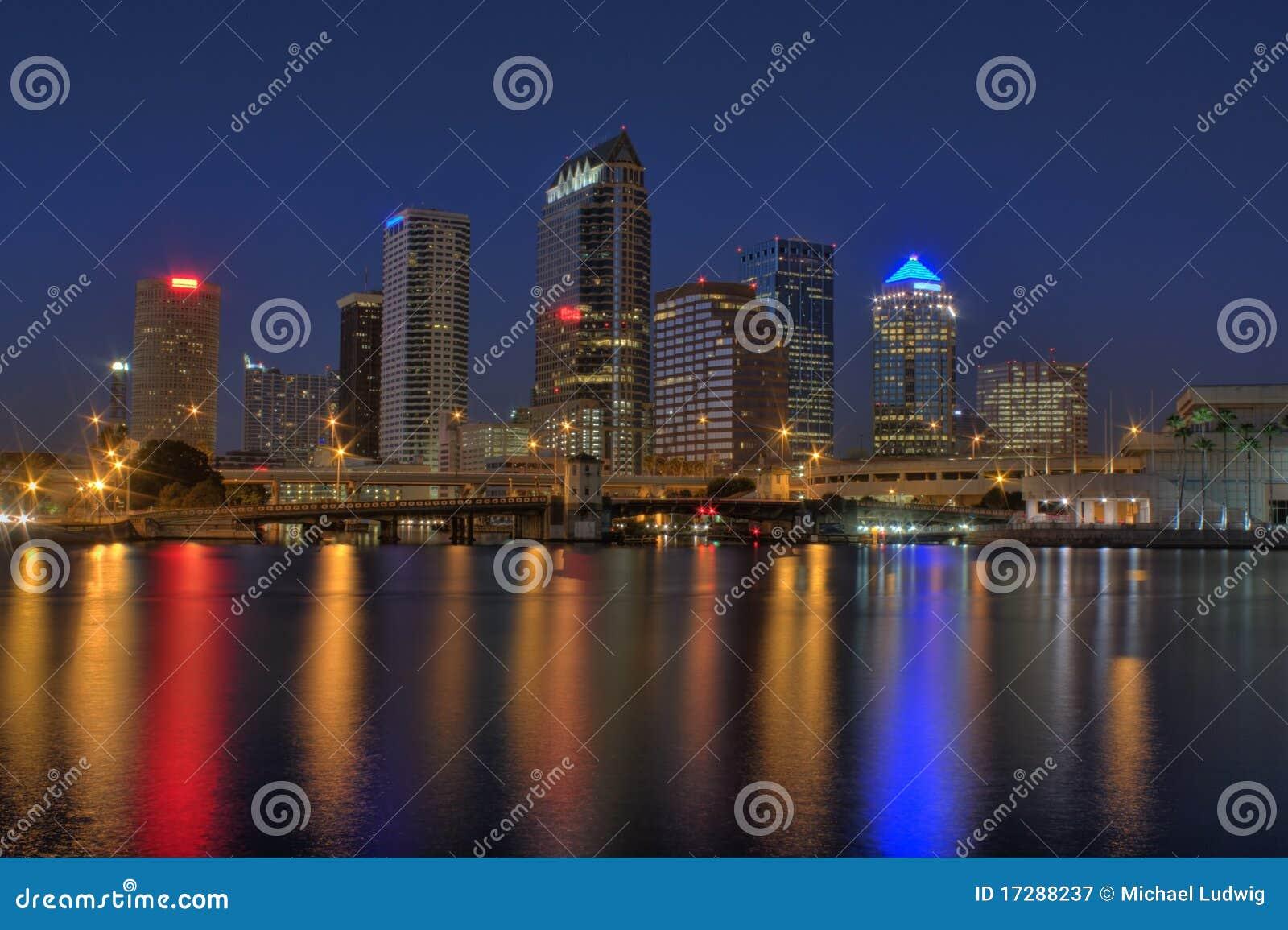 Horizonte de Tampa la Florida
