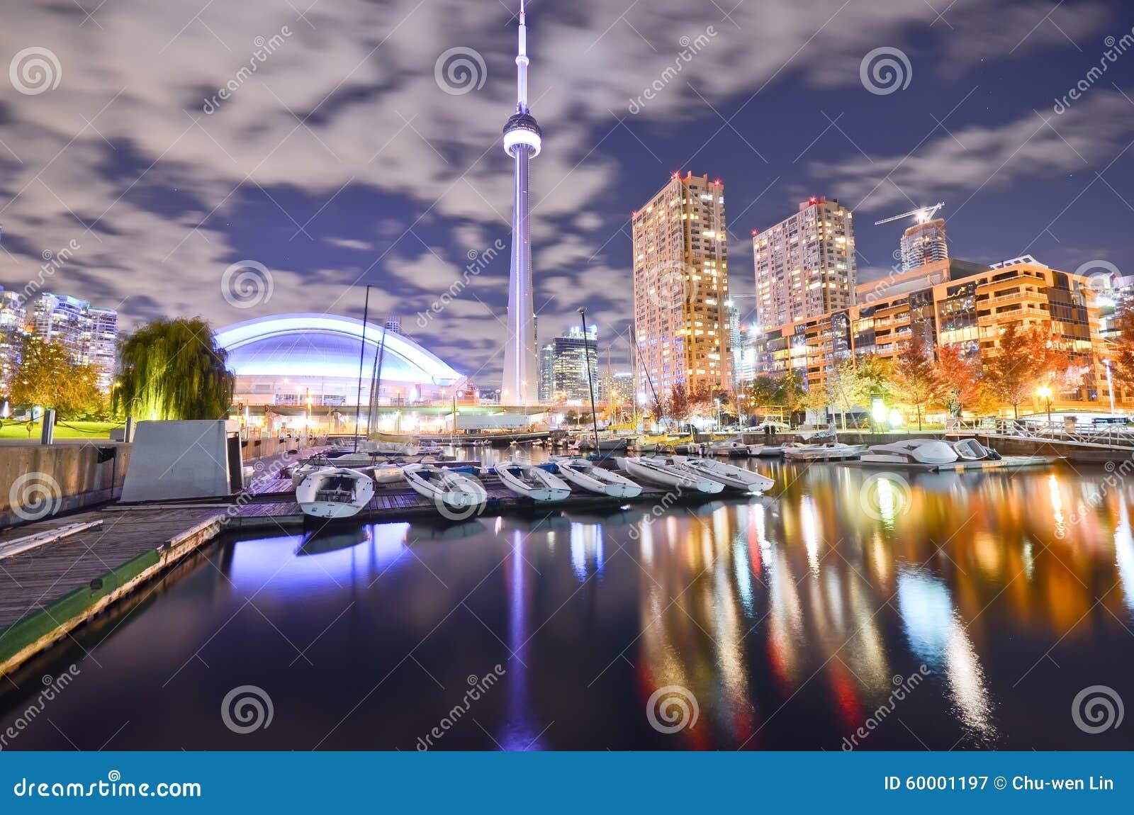 Horizonte de Toronto en la noche