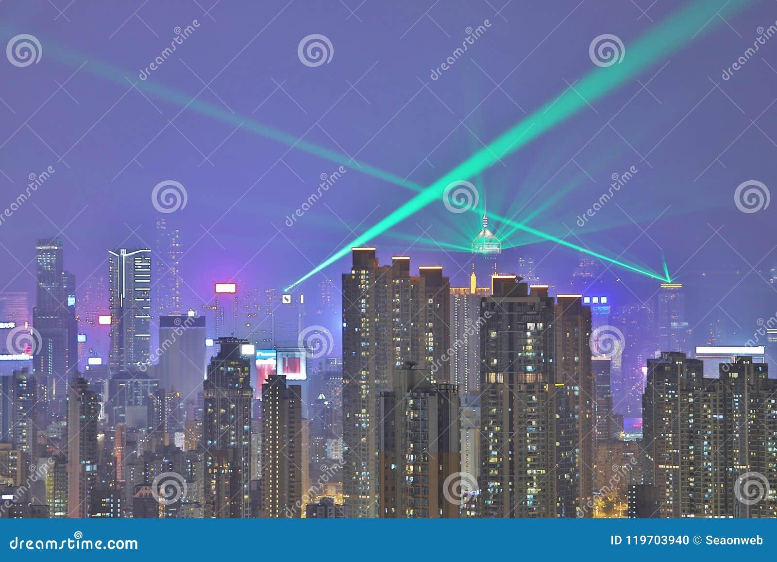 Horizonte en la noche, una sinfonía de HK de las luces