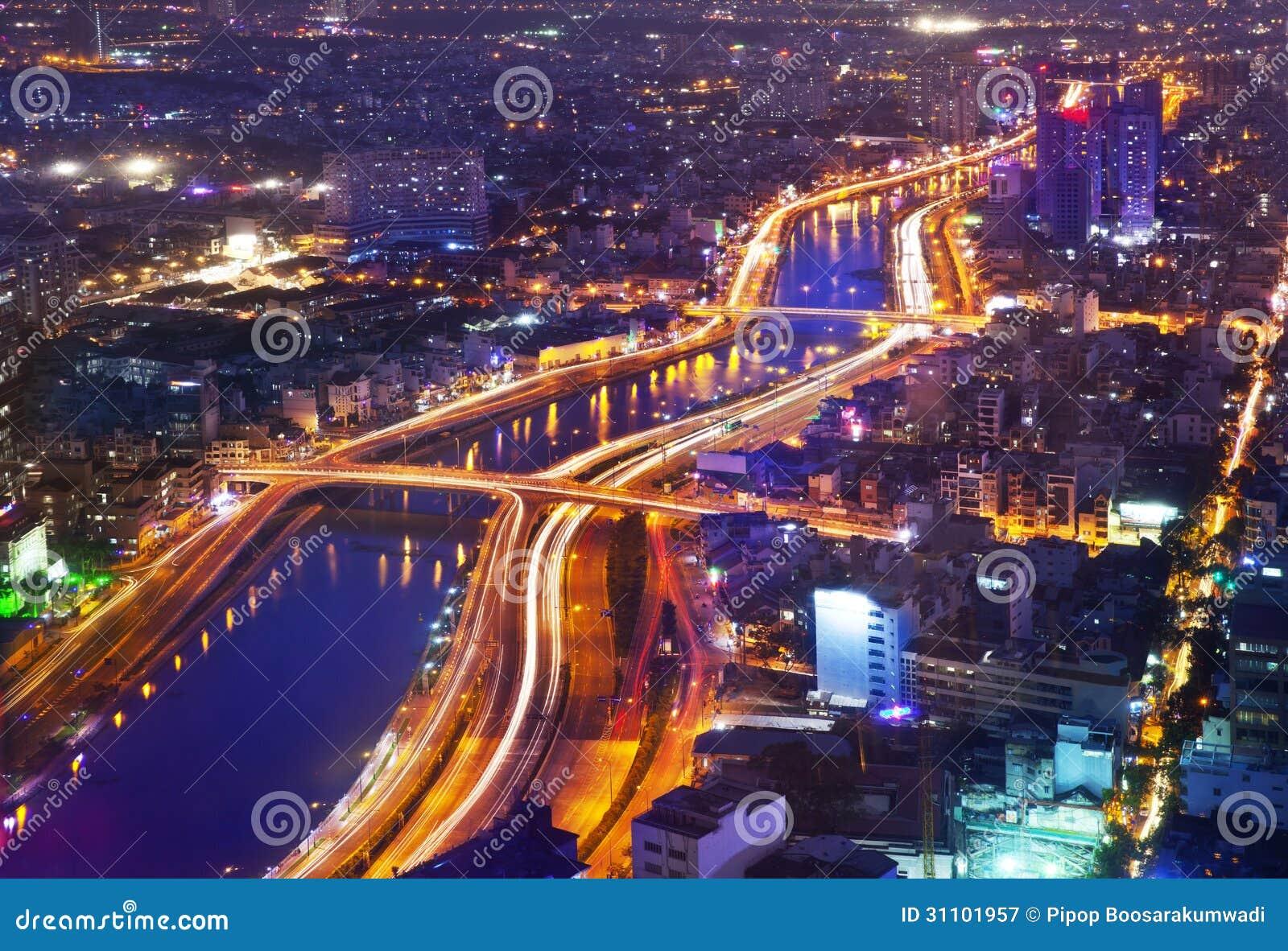 Horizonte urbano de la ciudad de la noche, Ho Chi Minh City, Vietnam