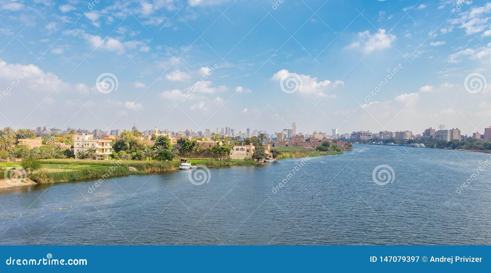 Horizonte y el río Nilo, Egipto de El Cairo