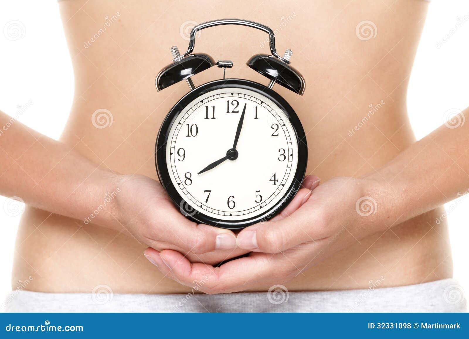 Horloge biologique faisant tic tac - montre de participation de femme