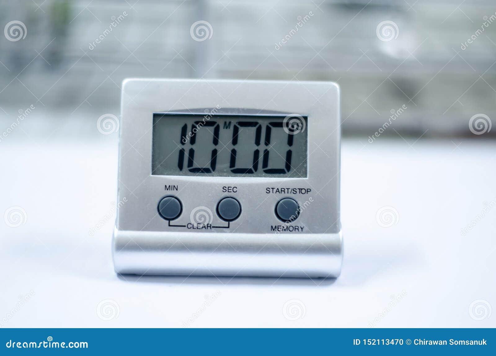 Horloge blanche de minuterie dans le laboratoire