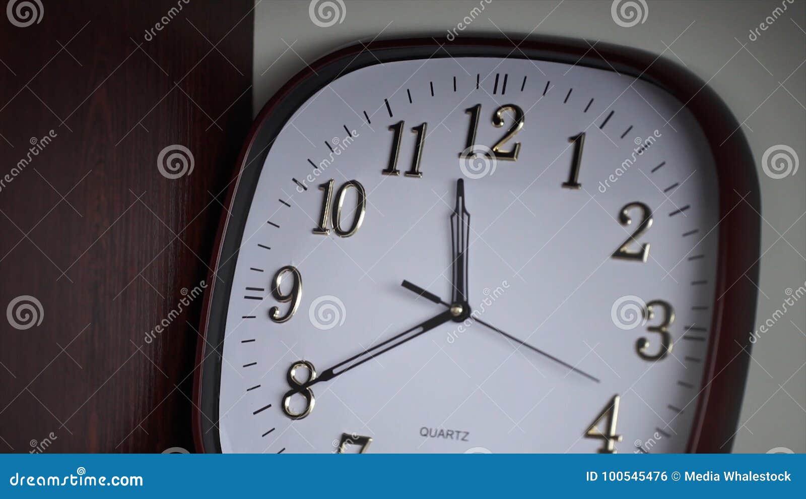horloge murale blanche stock photos 128 images. Black Bedroom Furniture Sets. Home Design Ideas