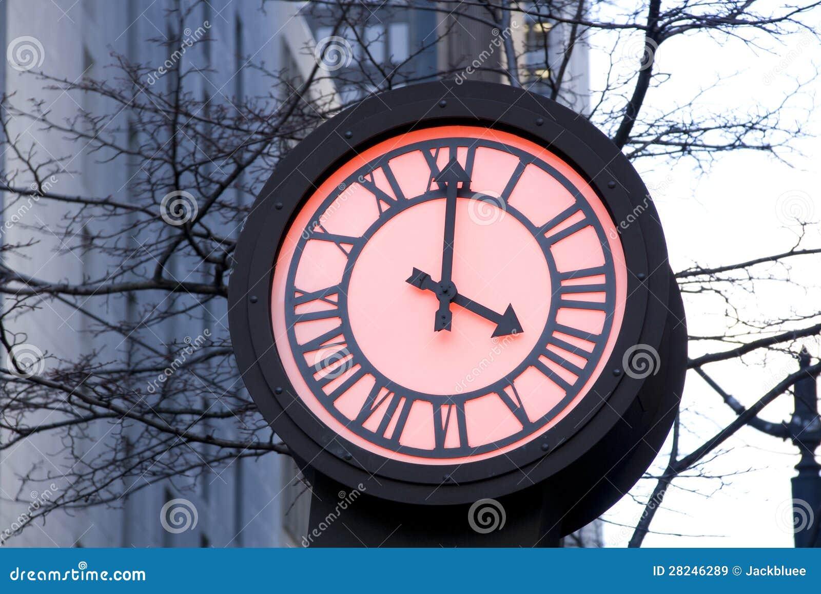 Horloge romantique de rue