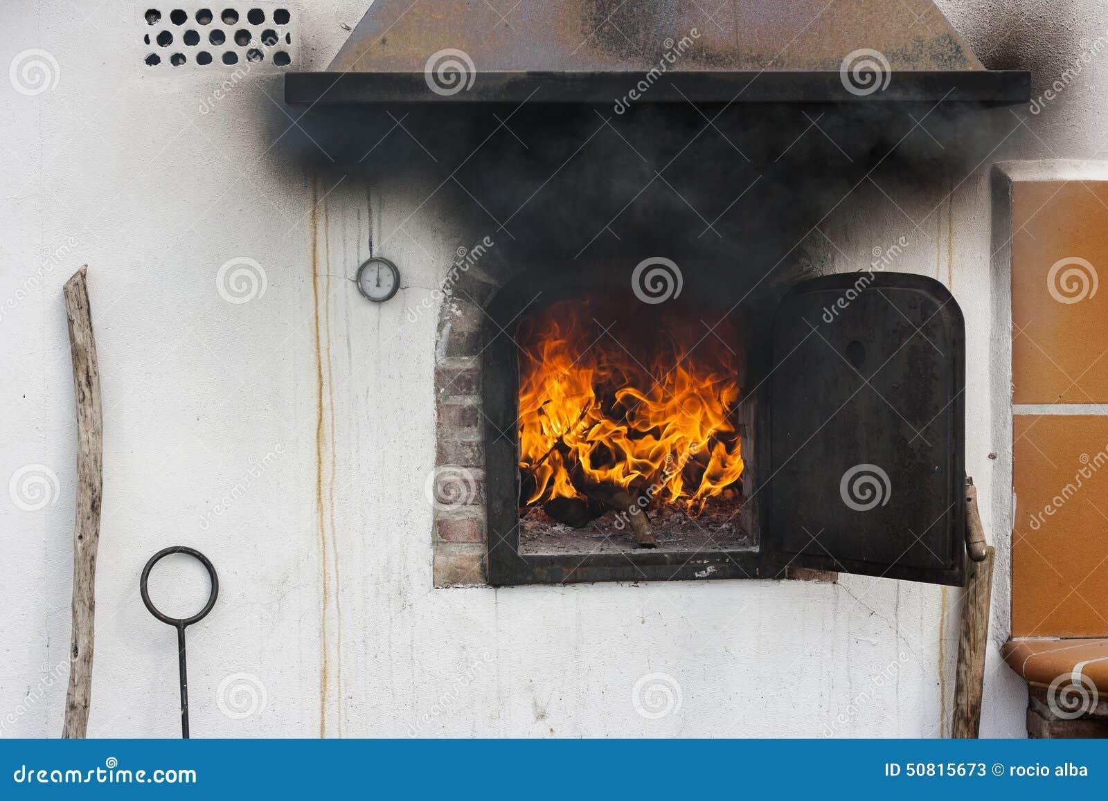 Piedra Cocinar | Horno De Piedra Con Las Llamas Listas Para Comenzar A Cocinar