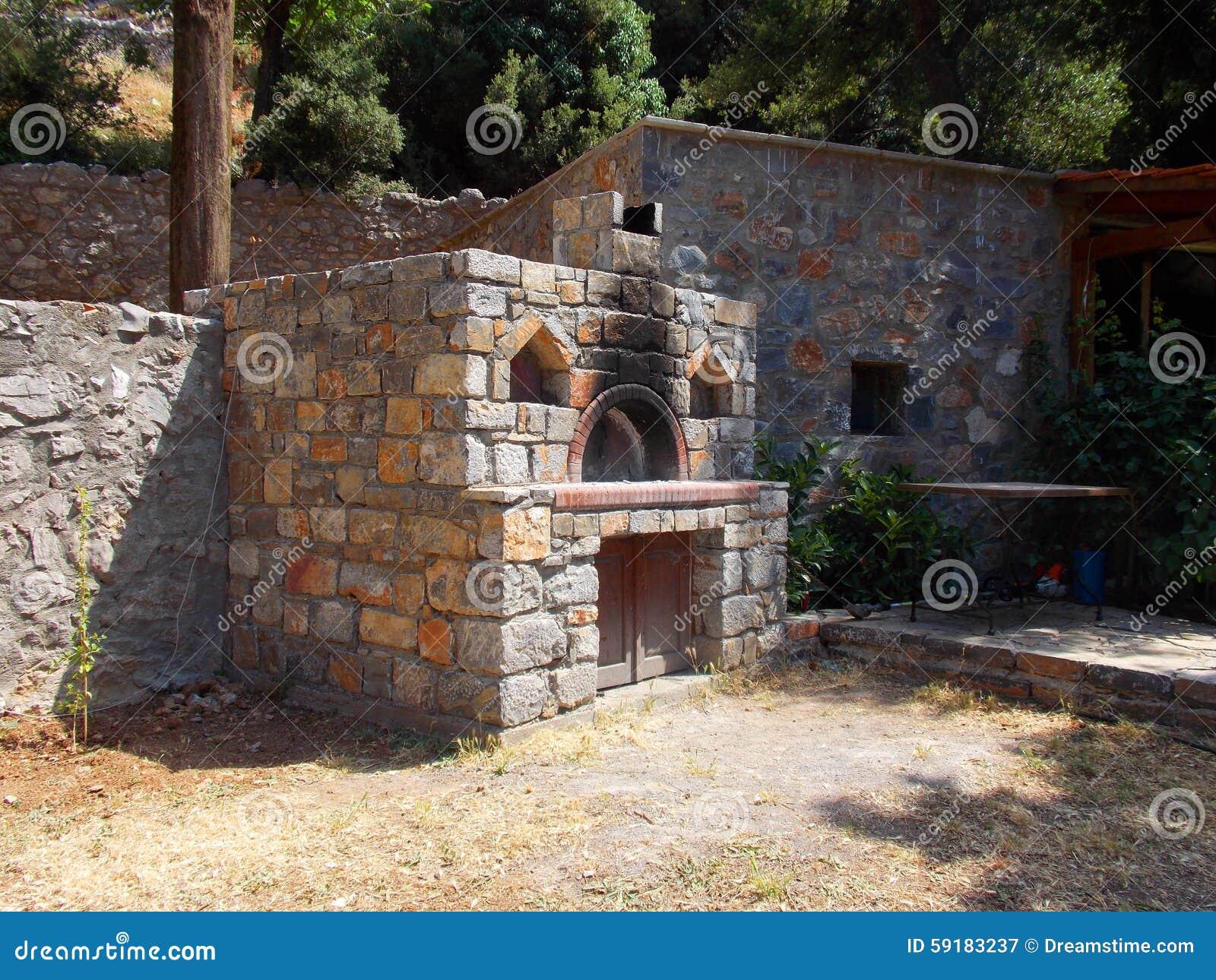 Horno de piedra para cocinar en grecia stock de - Hornos de piedra ...