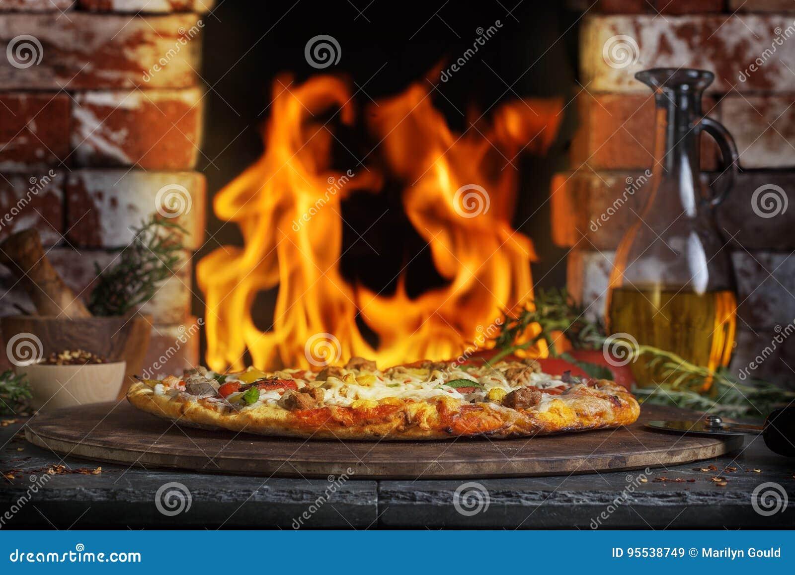 Horno del fuego del ladrillo de la pizza