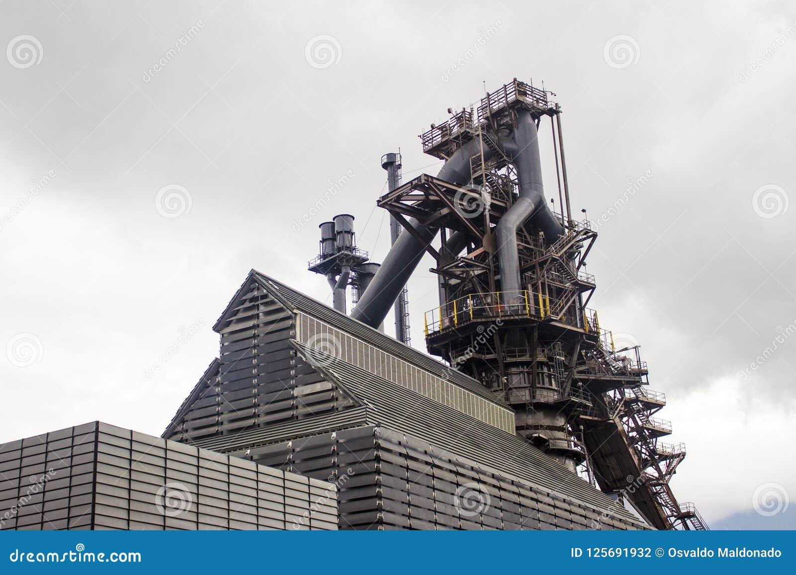 Horno viejo de un complejo de la industria de la fundición