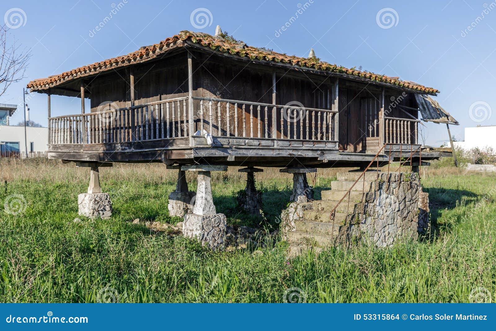Horreo granero casa gallega t pica foto de archivo imagen de colorido edificio 53315864 - Casa tipica gallega ...