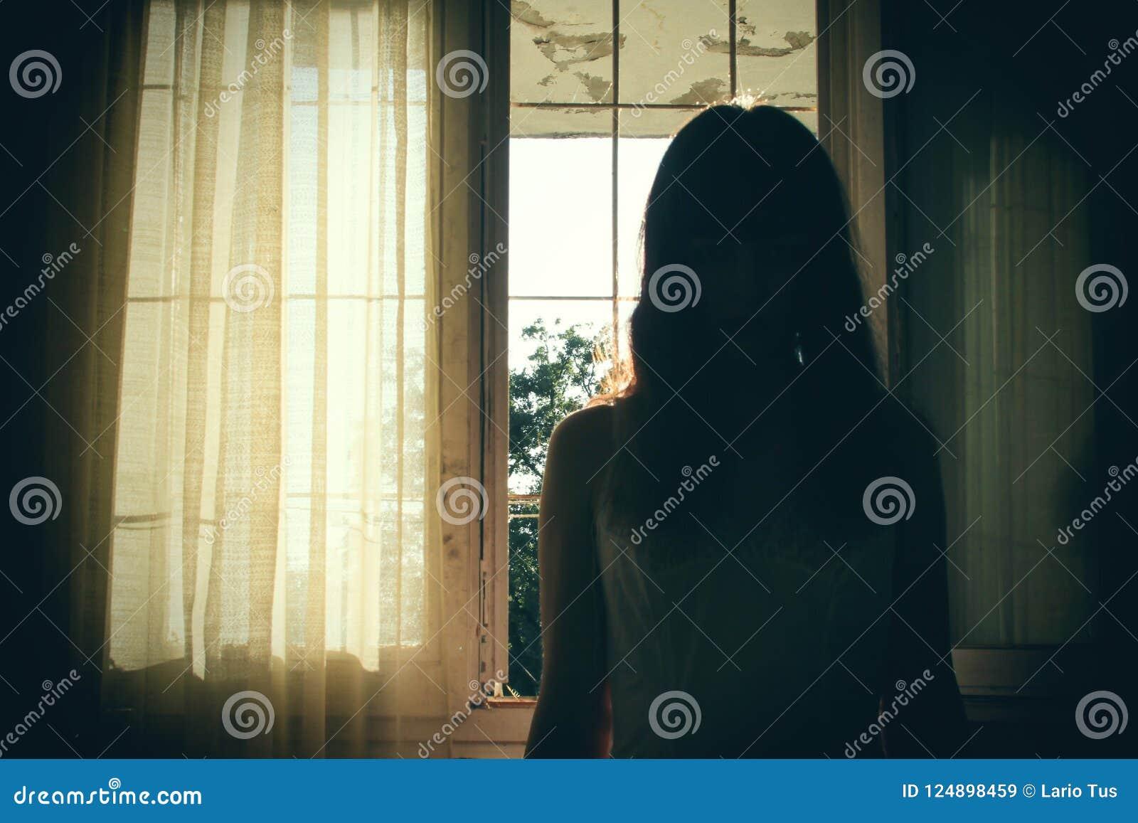 Horror scena żeńska sylwetka