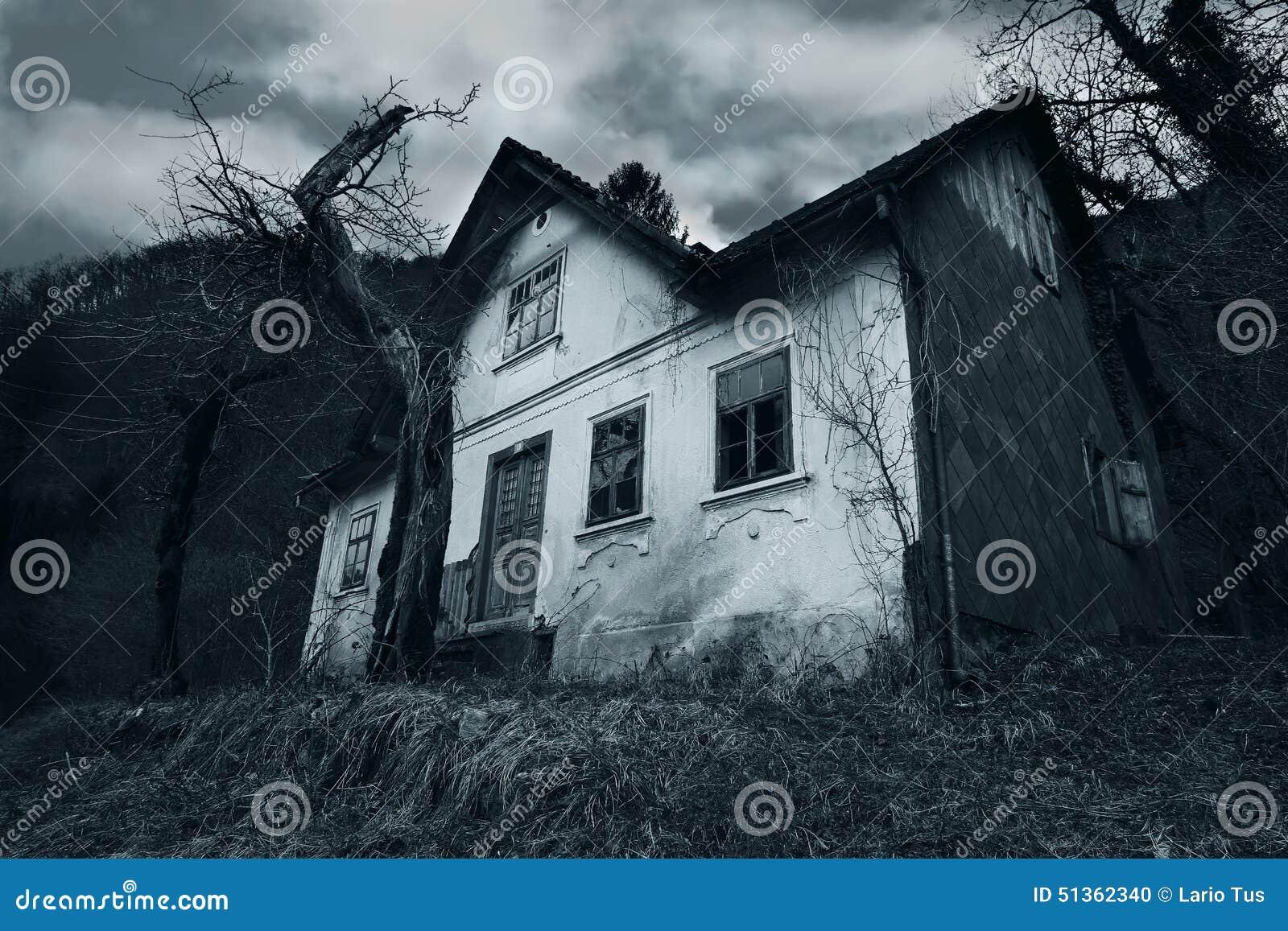 Horrorszene eines verlassenen Hauses