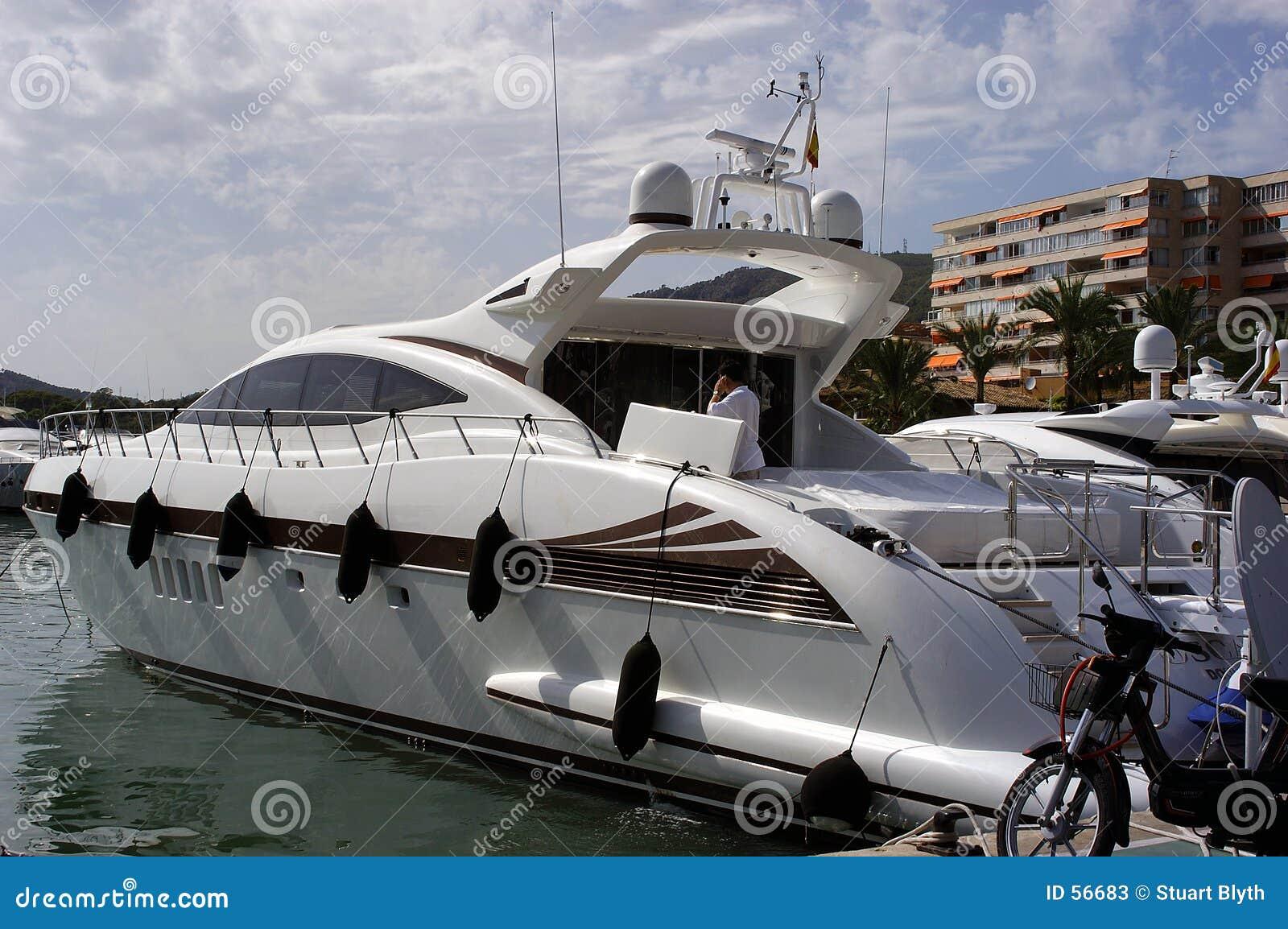 Download Hors-bord image stock. Image du bateau, yacht, lifestyle - 56683