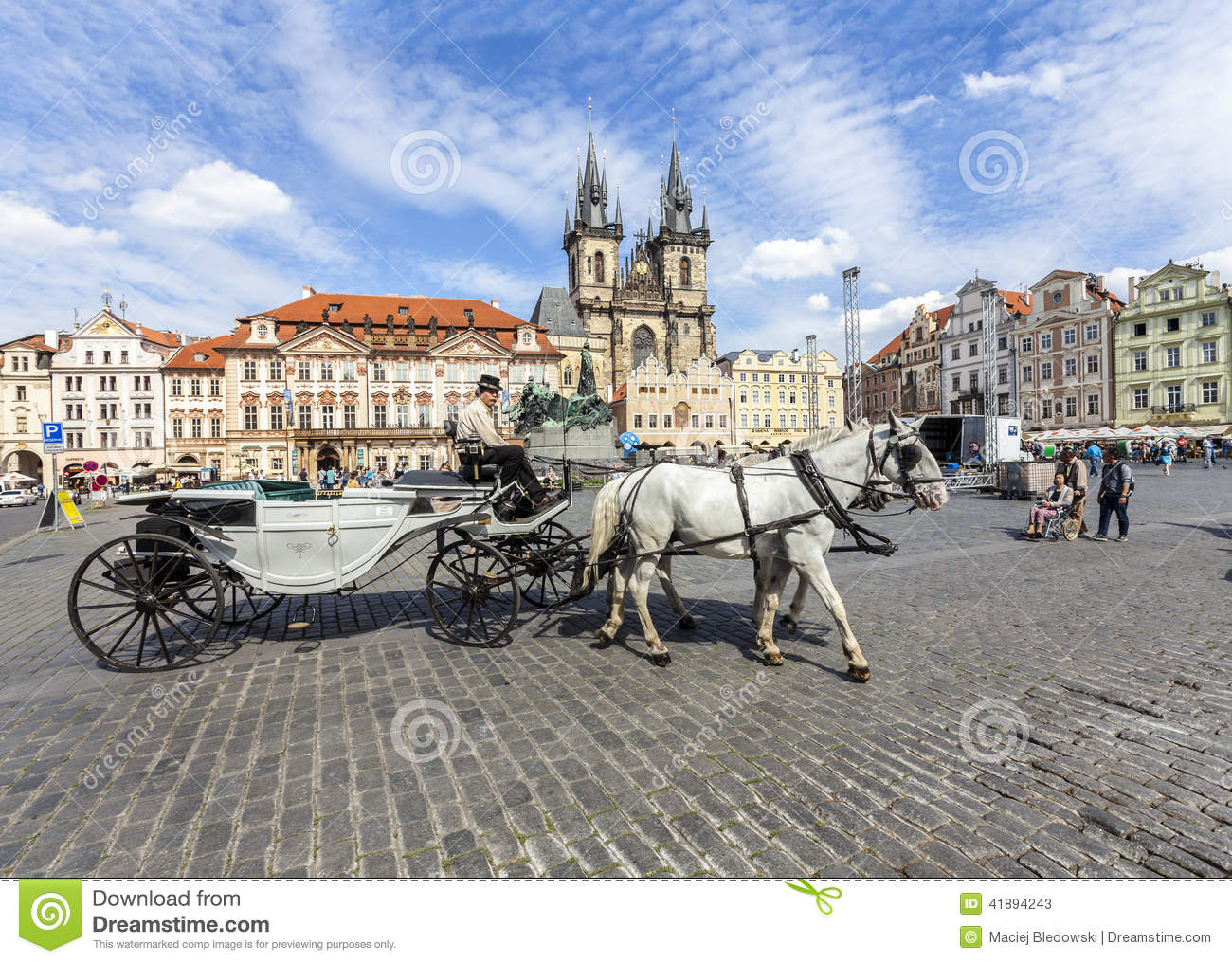b2c0b93d4df Horse Carriage Waiting For Tourists At The Old Square In Prague ...