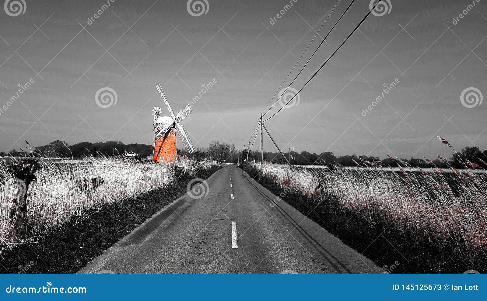 Horsey ветрянка около простой один из Норфолка Broads на востоке Англии