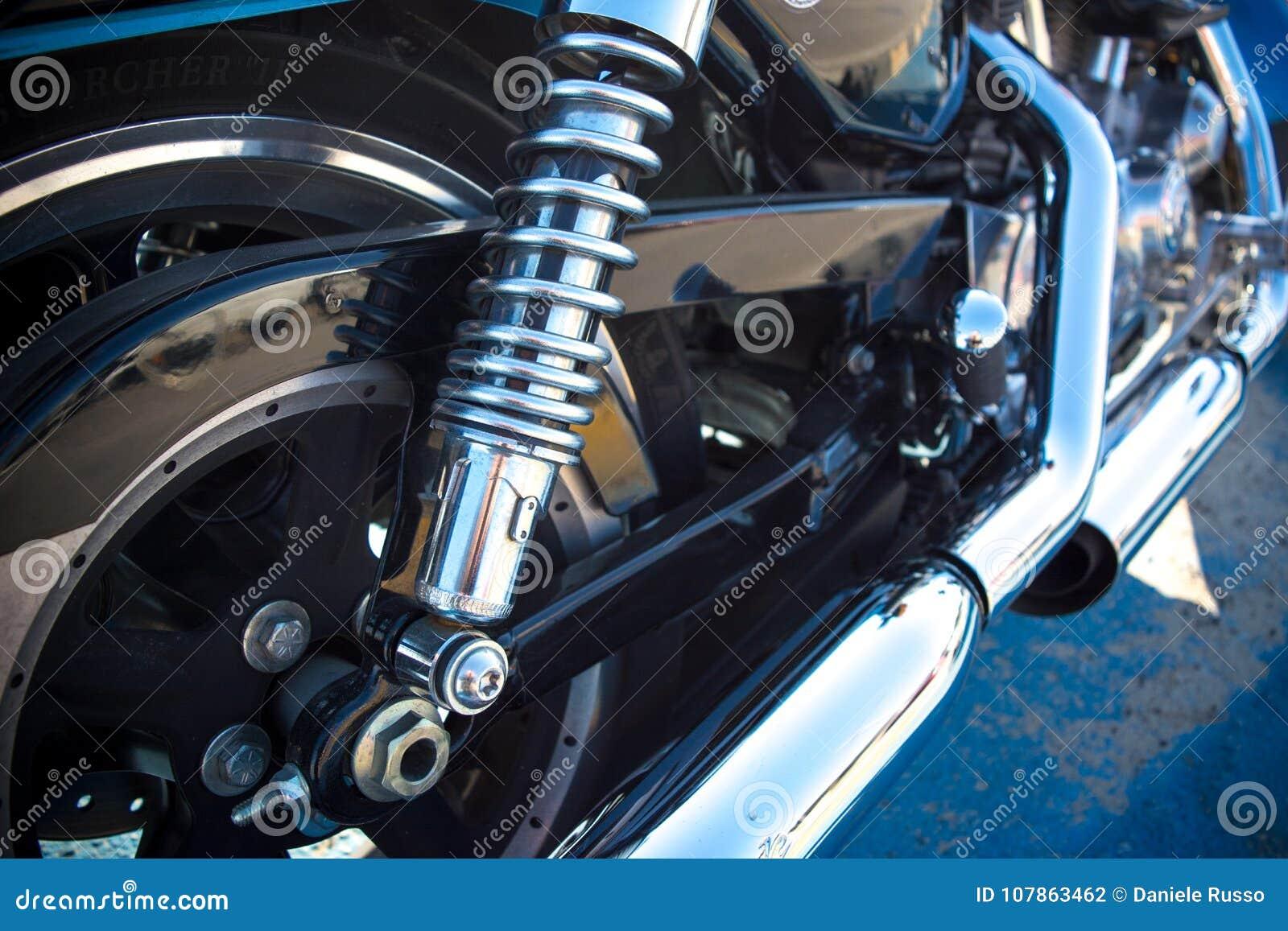 Horyzontalny widok zakończenie chrom Up Rozdziela motocykl