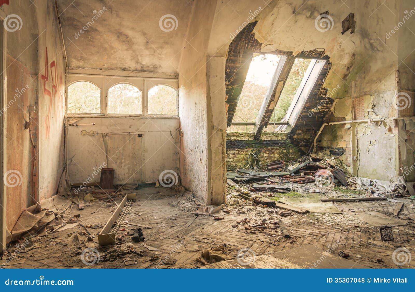 Hospital abandonado en Beelitz Heilstätten cerca de Berlín en alemán