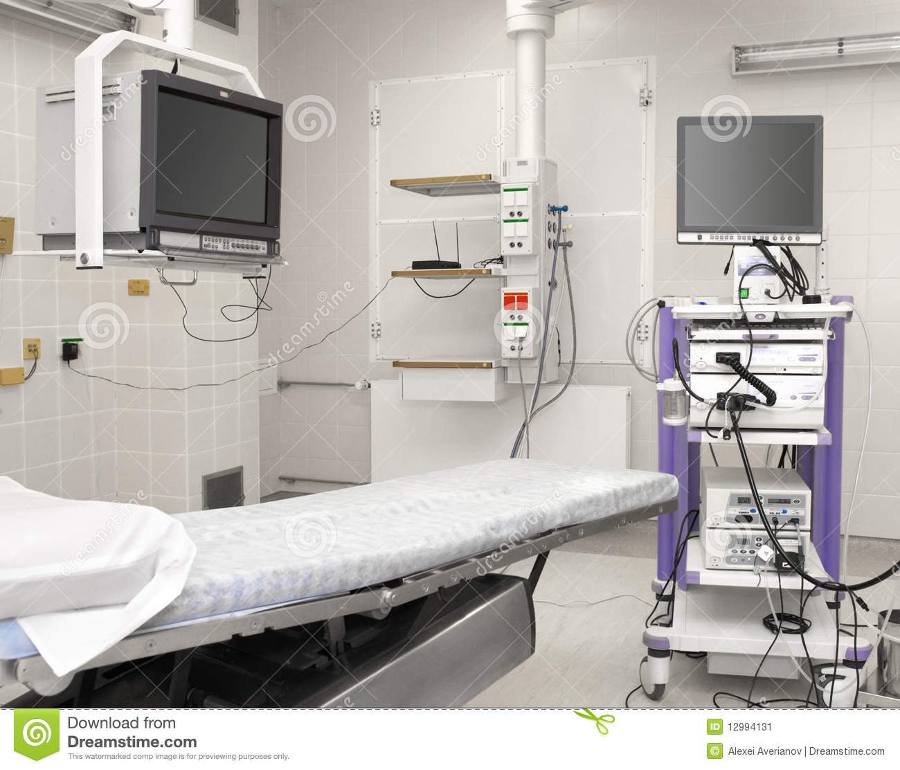 how to sell medical equipment to hospitals